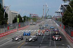 Départ : Helio Castroneves, Team Penske Chevrolet, Simon Pagenaud, Team Penske Chevrolet mènent