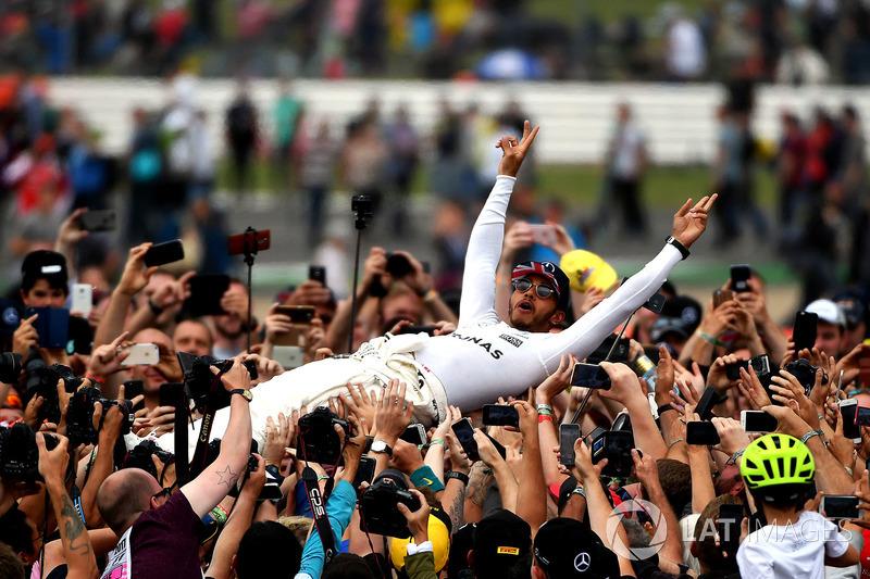 Гран Прі Великої Британії. Льюіс Хемілтон, Mercedes AMG F1, уболівальники