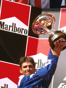 Podium : le second Damon Hill, Arrows