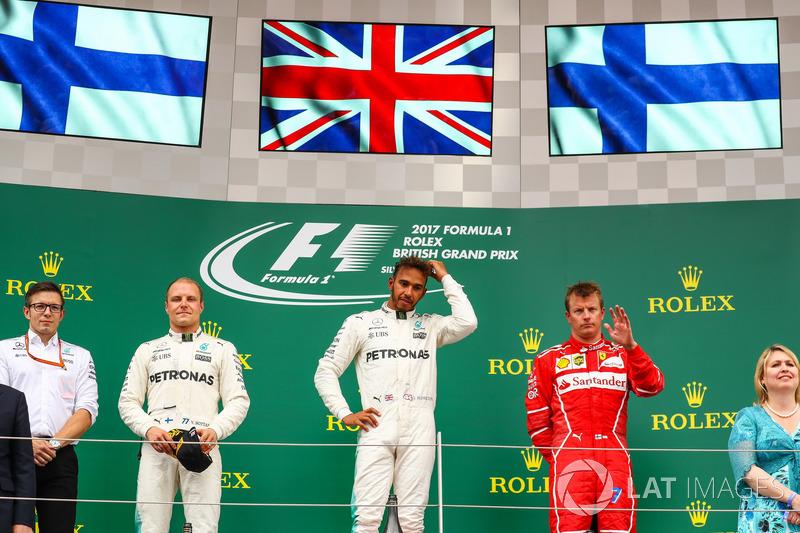 Valtteri Bottas, Mercedes AMG F1, Lewis Hamilton, Mercedes AMG F1 y Kimi Raikkonen, Ferrari en el po