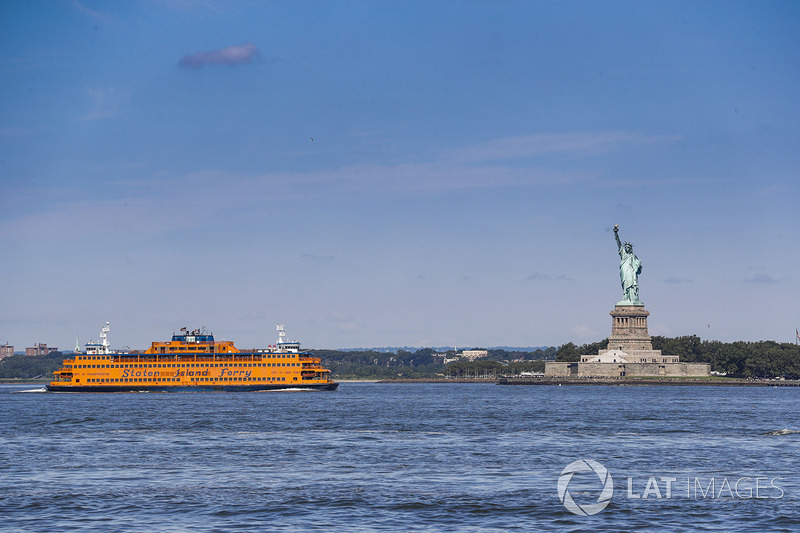 Il traghetto di Staten Island Ferry e la Statua della Libertà