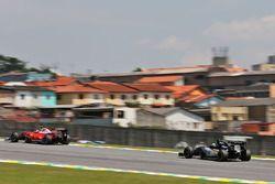 Nico Hulkenberg, Sahara Force India F1 VJM09 suit Kimi Raikkonen, Ferrari SF16-H