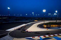 Nico Hulkenberg, Renault Sport F1 Team RS17, Romain Grosjean, Haas F1 Team VF-17, Esteban Ocon, Forc