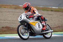Marc Marquez su una storica 125cc RC142