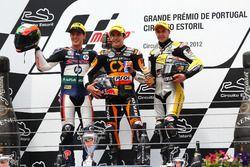 Podium: tweede plaats Pol Espargaro, racewinnaar Marc Marquez, derde plaats Thomas Luthi