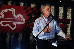 Chase Carey, Director Ejecutivo y Presidente Ejecutivo de la Formula One Group en una Petronas BBQ
