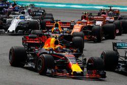 Max Verstappen, Red Bull Racing RB13, Daniel Ricciardo, Red Bull Racing RB13, Stoffel Vandoorne, McLaren MCL32, Sergio Perez, Sahara Force India F1 VJM10, Felipe Massa, Williams FW40 au départ
