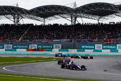 Carlos Sainz Jr., Scuderia Toro Rosso STR12, Pierre Gasly, Scuderia Toro Rosso STR12, Romain Grosjean, Haas F1 Team VF-17, Kevin Magnussen, Haas F1 Team VF-17, on the formation lap