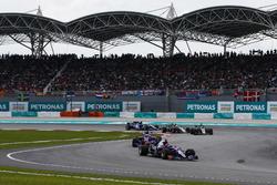 Установочный круг: Карлос Сайнс-мл. и Пьер Гасли, Scuderia Toro Rosso STR12, Ромен Грожан и Кевин Магнуссен, Haas F1 Team VF-17
