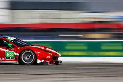 #63 Scuderia Corsa, Ferrari 488 GT3: Christina Nielsen, Alessandro Balzan, Matteo Cressoni