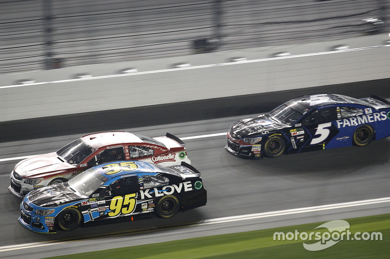 Michael McDowell, Leavine Family Racing, Chevrolet; Ryan Blaney, Wood Brothers Racing, Ford; Kasey Kahne, Hendrick Motorsports, Chevrolet