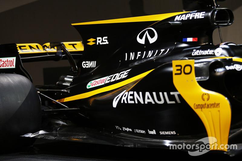 Le capot moteur et l'aileron arrière de la Renault Sport F1 Team R.S.17