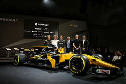 (L to R): Nico Hulkenberg, Renault Sport F1 Team with Pepijn Richter, Microsoft Director of Product