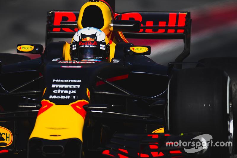 5: Daniel Ricciardo, Red Bull Racing RB13, 1:21.153, softs, day 3 (120 laps)