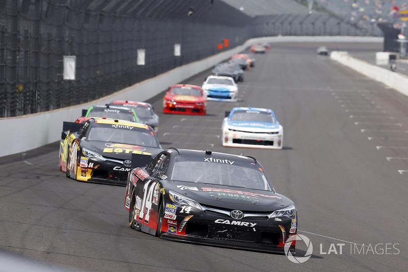 J.J. Yeley, TriStar Motorsports Toyota y Jeb Burton, JGL Racing Toyota