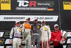 Podium: 1. Niels Langeveld, Racing One, Audi RS3 LMS, 2. Sheldon van der Linde, Prosport Performance, Audi RS3 LMS, 3. Jason Wolfe, Liqui Moly Team Engstler, VW Golf GTI TCR, bester Junior Luca Engstler, Liqui Moly Team Engstler, VW Golf GTI TCR