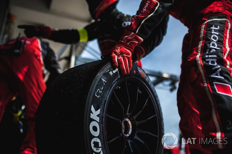 Un membro del team Audi Sport Team Rosberg