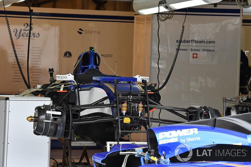 Sauber C36 en el garaje