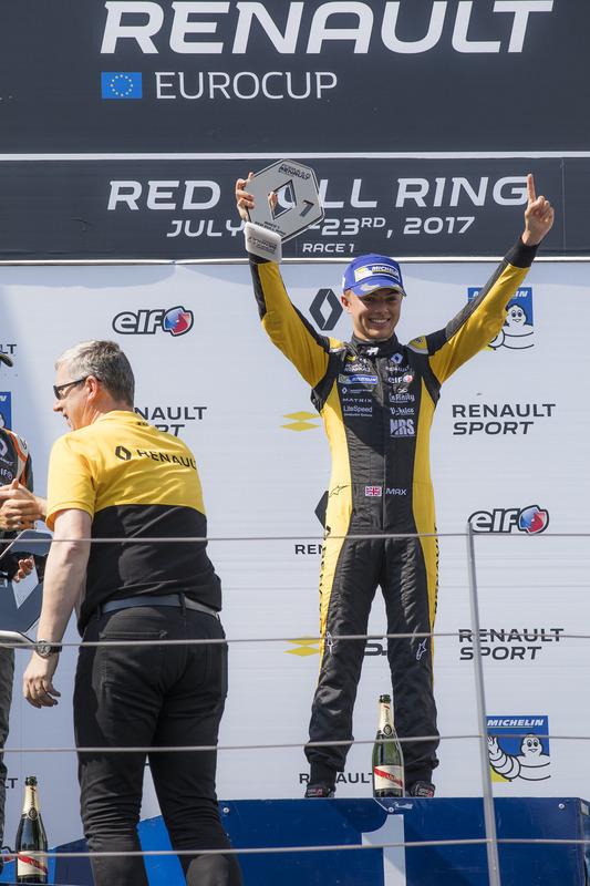 Podio: il vincitore della gara Max Fewtrell, Tech 1 Racing