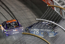 Denny Hamlin, Joe Gibbs Racing Toyota, Martin Truex Jr., Furniture Row Racing Toyota wrecks