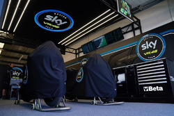 L'ambiance du garage Sky Racing Team VR46