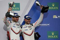 Podio GTE Pro: #91 Porsche Team Porsche 911 RSR: Richard Lietz, Frédéric Makowiecki