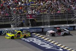 Matt Crafton, ThorSport Racing Toyota, Ryan Truex, Hattori Racing Enterprises Toyota