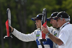GTLM podio: ganadores Dirk Müller, Joey Hand, Chip Ganassi Racing Ford