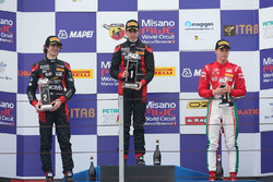 Podio Gara 2: il secondo classificato Lorenzo Colombo, Bhaitech, il vincitore Sebastian Fernandez,