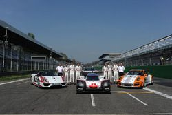 Andreas Seidl, Porsche Team, Teamchef; Fritz Enzinger, Porsche Team, LMP1-Leiter; Timo Bernhard, Ear