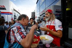 Менеджер Pramac Racing по организации приемов Алекс Гини