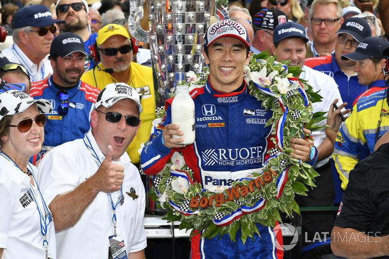Takuma Sato, Michael Andretti, Andretti Autosport team owner celebrates the win in Victory Lane with milk