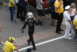 Charlie Kimball, Chip Ganassi Racing Honda walks back to his pit box after retiring