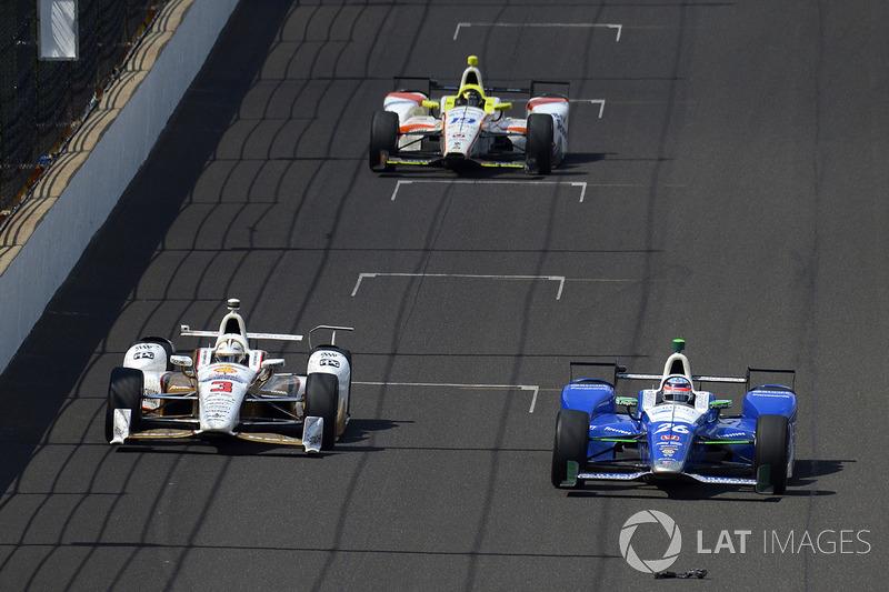 Helio Castroneves, Team Penske Chevrolet, Takuma Sato, Andretti Autosport Honda, Ed Jones, Dale Coyn