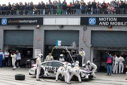 Arrêt au stand de Tom Blomqvist, BMW Team RBM, BMW M4 DTM
