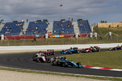 Arjun Maini, Jenzer Motorsport leads Dorian Boccolacci, Trident, the rest of the field at the start