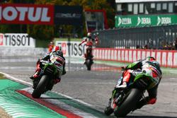 Ganador de la carrera Chaz Davies, Ducati Team, segundo lugar Jonathan Rea, Kawasaki Racing, tercer