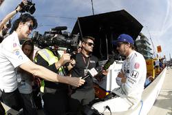 Fernando Alonso, Andretti Autosport Honda and media mob