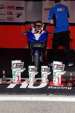 Il box di Simone Mazzola con i trofei per le due vittorie conquistate a Imola