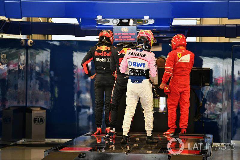 Daniel Ricciardo, Red Bull Racing, Sergio Perez, Sahara Force India y Kimi Raikkonen, Ferrari