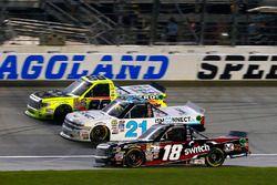 Noah Gragson, Kyle Busch Motorsports Toyota, Johnny Sauter, GMS Racing Chevrolet y Matt Crafton, Tho