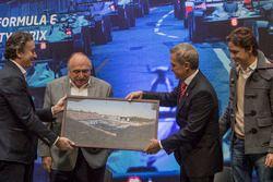 Alejandro Agag, CEO Formula E, José Abed, Vice presidente FIA Messico, Miguel Angel Mancera, Governatore di Città del messico e Esteban Gutiérrez