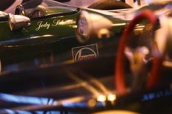 Le stand Formule Ford, avec la voiture de Jody Scheckter