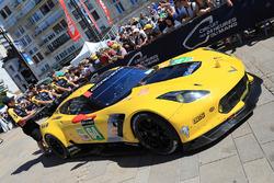 #64 Corvette Racing Corvette C7.R: Олівер Гевін, Томмі Мілнер, Марсель Фасслер