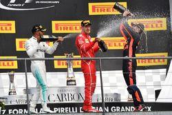 Podium: winnaar Lewis Hamilton, Mercedes AMG, tweede plaats Sebastian Vettel, Ferrari, derde plaats