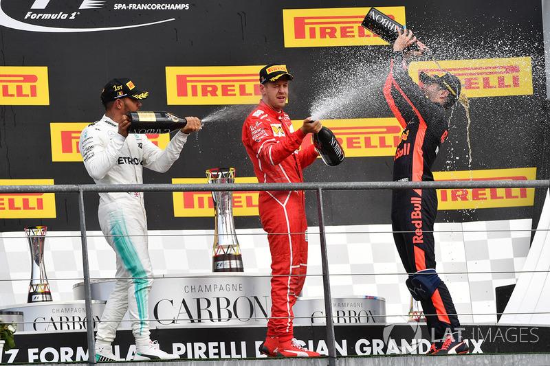 Podio: il vincitore della gara Lewis Hamilton, Mercedes AMG, il secondo classificato Sebastian Vettel, Ferrari, il terzo classificato Daniel Ricciardo, Red Bull Racing