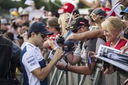 Felipe Massa, Williams signe des autographes pour les fans