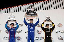 Podio: ganador de la carrera Josef Newgarden, Equipo Penske Chevrolet, segundo lugar Scott Dixon, de