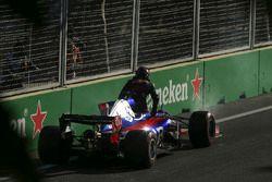 Daniil Kvyat, Scuderia Toro Rosso STR12, valt uit met technische problemen