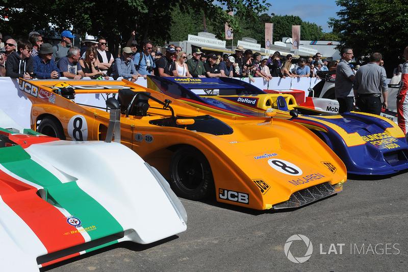 Машины чемпионата Can-Am. В центре – McLaren M8F